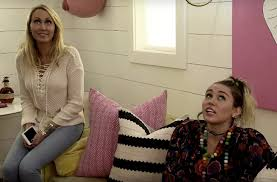 Home Decor Show Miley Cyrus U0027 Mom And Sister Work Their Home Decor Magic In New
