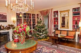What Is The Main Holiday Decoration In Most Mexican Homes White House Splurges On Holiday Decorations By Adding Nearly 50