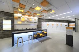 amazon u0027s first staffed college campus store should have retailers