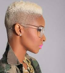 short blonde afro hairstyles for an extravagant look