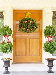 Decorating Christmas Wreaths by Christmas Door Decorating Ideas Pretty Wreaths And More From