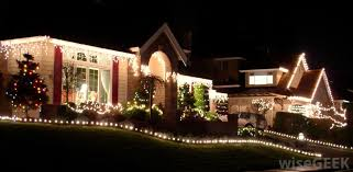 best way to hang christmas lights what is the best way to hang christmas lights on my house