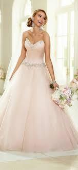 rosa brautkleid rosa brautkleid für einen ösen hochzeits look archzine net