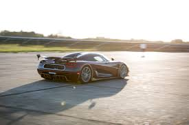 koenigsegg germany koenigsegg agera rs beats bugatti chiron in 0 249 0 mph run