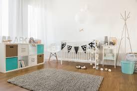 fanion chambre bébé design interieur decoration chambre bebe meuble etagere turquoise