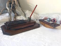 le de bureau ancienne en laiton ancien nécessaire de bureau en bois avec encrier en laiton et