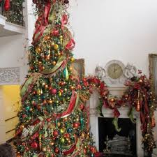 anyone can decorate beautifully decorated trees