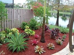 Backyard Flower Gardens by Best 25 Small Tropical Gardens Ideas On Pinterest Small Balcony