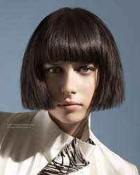 under bob hairstyle hair cut in a straight and blunt line just under the ears