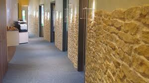 mediterrane steinwand wohnzimmer haus renovierung mit modernem innenarchitektur geräumiges