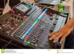 bureau d enregistrement bureau de mélange de studio d enregistrement sonore avec l ingénieur