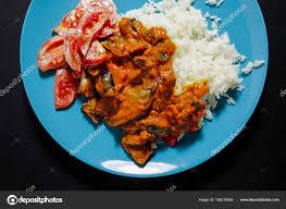 cuisine indienne riz gros plan de la cuisine indienne avec riz et salade de tomates