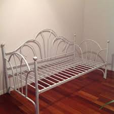find more excellent like new white metal day bed porcelain