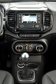 fiat toro interior confira as imagens da fiat toro diesel 4x4 manual motor show