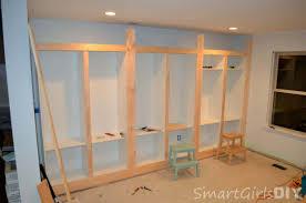 Diy Built In Bookshelves Plans Diy Built In Bookshelves Using Ikea Besta Family Room 8