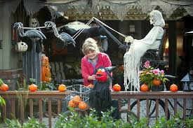 halloween scary decoration ideas pumpkin decorations black hanging