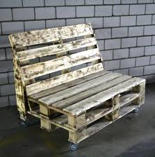 Wooden Pallet Furniture Rustic Pallet Bench On Wheels 101 Pallets