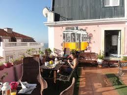patio hostel terrase vue sur le tage picture of alfama patio hostel lisbon