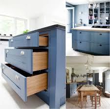 decoration de cuisine en bois cuisine bleu gris canard ou bleu marine code couleur et idées de
