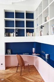 le de bureau bleu coin bureau dans petit salon appartement parisien de 320m2 gcg