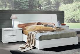 chambre laqué blanc brillant venice laque blanc brillant ensemble chambre a coucher