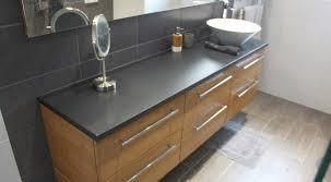 meuble de salle de bain avec meuble de cuisine finition béton ciré et bambou caramel pour un meuble de 180 cm