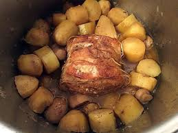 cuisiner à la cocotte minute recette de rôti de porc à la cocotte minute par brigitte n