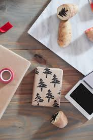 customized wrapping paper the simple and easy christmas gift wrapping ideas you can t miss