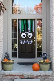 Make At Home Halloween Decorations by 25 Spooktacular Halloween Door Décor Diys