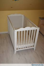 chambre ikea bebe lit bébé à barreaux blanc évolutif en bois avec matelas ikea a