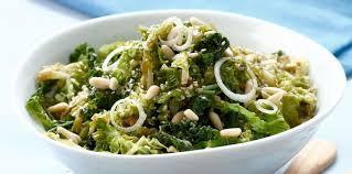 cuisiner un chou vert chou vert frisé vapeur au sésame pignons et vinaigre balsamique