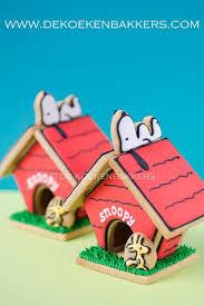snoopy christmas dog house sweet brown christmas cake design ideas