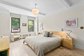 Brooklyn Bedrooms Chloë Sevigny Sells Contemporary Art Filled Brooklyn Apartment