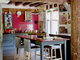 relooker table de cuisine peindre une table pour sa salle à manger c est l intégrer à coup