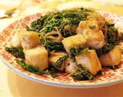 cuisiner choux vert nouilles sautées au tofu et chou vert fristouille recettes