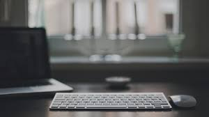 Imac Desk by Download Wallpaper 2560x1440 Laptop Table Apple Macbook Pro