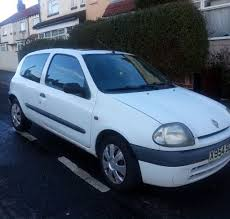 renault clio grande 1 2 white x reg in beeston west yorkshire