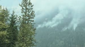 Wildfire Bc Area by Bc Wildfire Between Revelstoke And Golden Helicopter Drops Water
