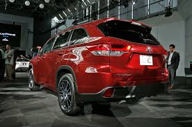 lexus rx vs toyota highlander 2016 2017 toyota highlander gets direct injection eight speed transmission
