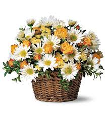 flower basket basket flower arrangemtents roses daisies arranged