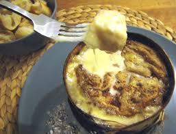 cuisiner un mont d or fondue au mont d or et vin du jura acidulé comme un bonbon