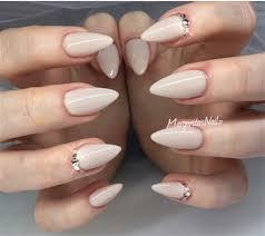 almond joy why we love almond shaped nails nails magazine