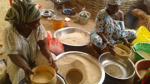 cuisine des femmes file des femmes qui font le tamissage du riz jpg wikimedia commons