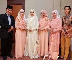tutorial hijab syar i untuk pernikahan brightly smile with family indonesian syar i hijab for bride