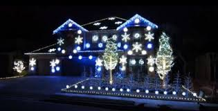 christmas lights net style this house does a christmassy version of the gangnam style with