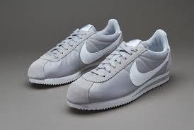Sepatu Nike Running Wanita varian sepatu nike terkini untuk wanita dan pria ragam fashion