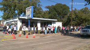 thanksgiving parade in houston hundreds wait in line to get pies before thanksgiving