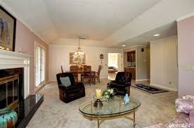 what colors go with cream colored carpet