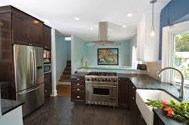 cuisine avec piano de cuisson cuisine cuisine avec piano de cuisson avec marron couleur cuisine