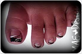 black french w lines and dots toes nail art gallery